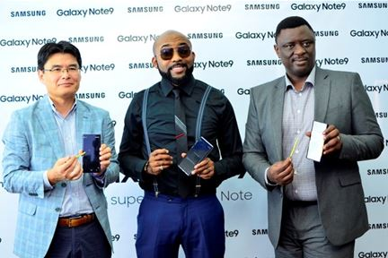 Mr. Jingak Chung, Managing Director, Samsung Electronics West Africa; Bankole Wellington, Samsung Ambassador/Host and Mr. Olumide Ojo, Director, Information Technology & Mobile (IM), Samsung Electronics West Africa during the launch of Samsung Galaxy Note9 into the Nigerian market at Samsung Experience Store in Lagos.